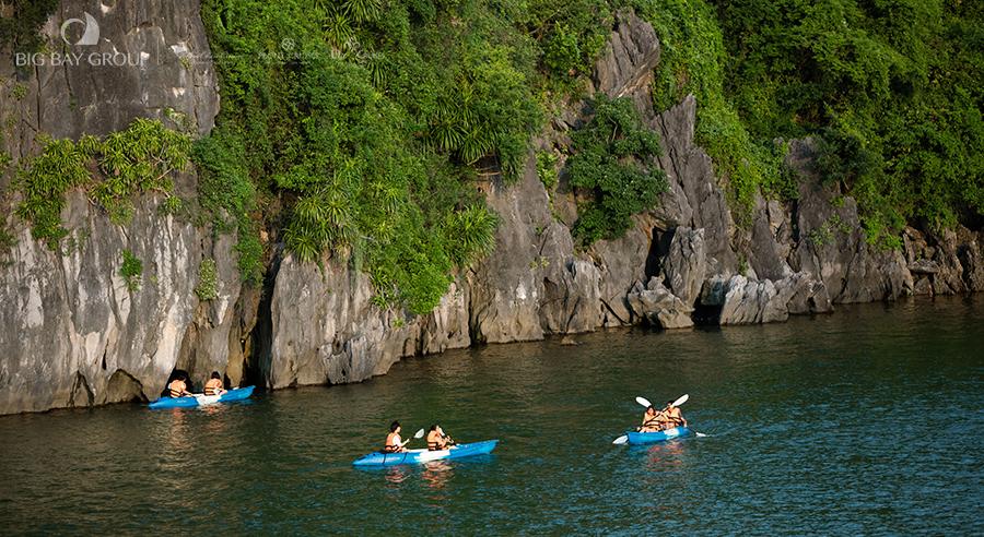 Kayaking Peony Cruises